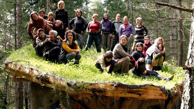 Un petit collectif de construction écologique, menée par des femmes de la Colombie-Britannique