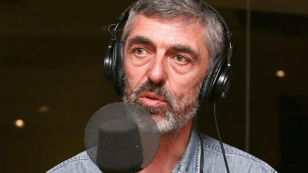 Nicolas Wadimoff parle de son documentaire au micro de Catherine Perrin.