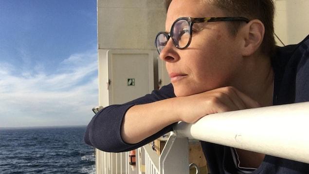 Noémie Pomerleau-Cloutier, poétesse, sur le bateau le Bella Desgagnés