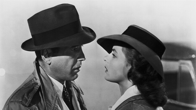 Humphrey Bogart et Ingrid Bergman, dans une scène du film Casablanca.
