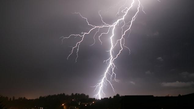 Un éclair dans le ciel