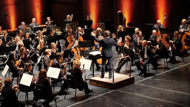 L'Orchestre symphonique de Winnipeg donne un concert à la salle du Centenaire.
