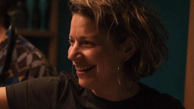 Pascale Turbide, une femme, souriante.