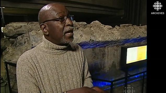 Paul Fehmiu Brown participe à un reportage de l'émission 5 sur 5 en 2004.