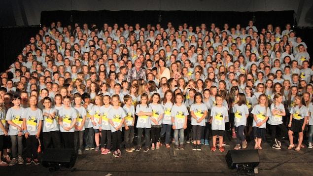 Les participants de la Petite école de la chanson du Festival en chanson de Petite-Vallée avec Patrick Normand