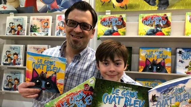 Pierre Rodrigue et son fils Gaël au Salon du Livre de Québec.