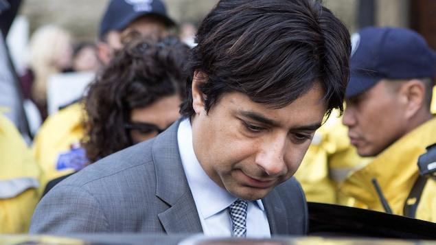 L'ex-animateur de CBC Jian Ghomeshi quitte le tribunal en mai 2016, à Toronto.