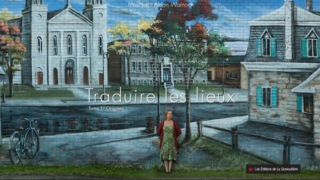 Une femme est appuyé sur une murale sur la page couverture du livre Traduire les lieux: origines, de Nancy R. Lange.