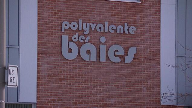 L'enseigne de la Polyvalente des Baies.
