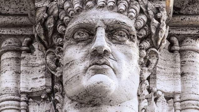 Une statue de la tête de l'empereur Néron dans les ruines de son palais doré, la Domus Aurea.