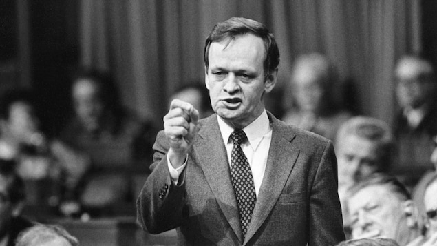 Jean Chrétien lors d'un débat sur le rapatriement de la Constitution, le 20 novembre 1981.