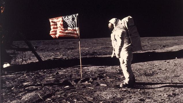 L'astronaute Edwin E. « Buzz » Aldrin Jr. photographié par Neil Armstrong.