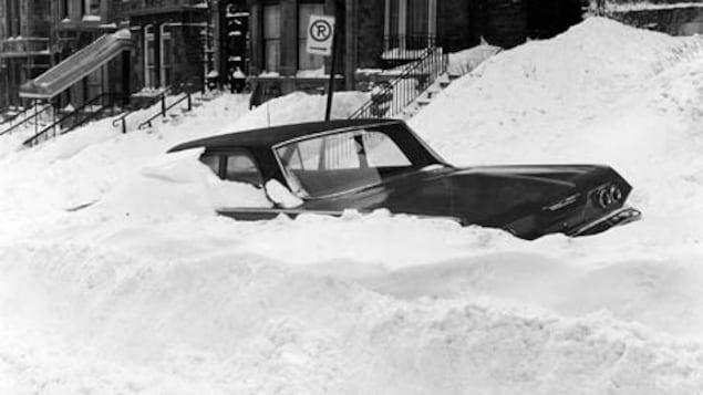 Une voiture ensevelie, Montréal, 4 mars 1971.