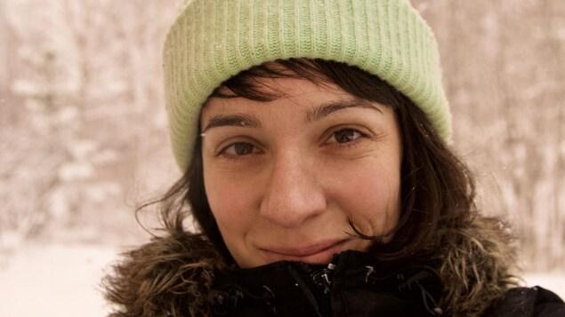 Priscilla Guy souriante.