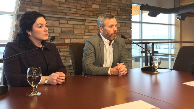 Les deux intervenants lors de la conférence de presse
