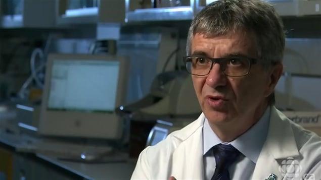 Dr. Richard Béliveau dans son laboratoire