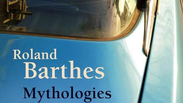 Couverture du livre, avec une voiture bleue.