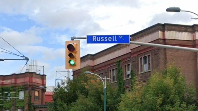Panneau indiquant la rue Russell à Toronto