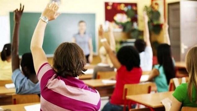 Une salle de classe avec des élèves