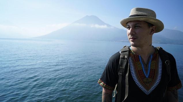 Samian, dans la série documentaire de dix épisodes En marge du monde.