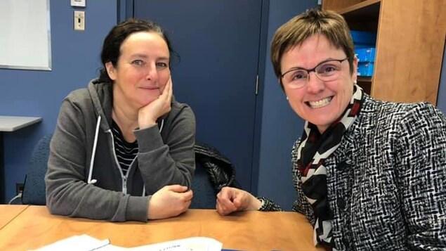 La journaliste scientifique (gauche) Valérie Borde et la médecin France Légaré