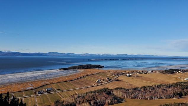 Des terres agricoles en bordure du fleuve Saint-Laurent.