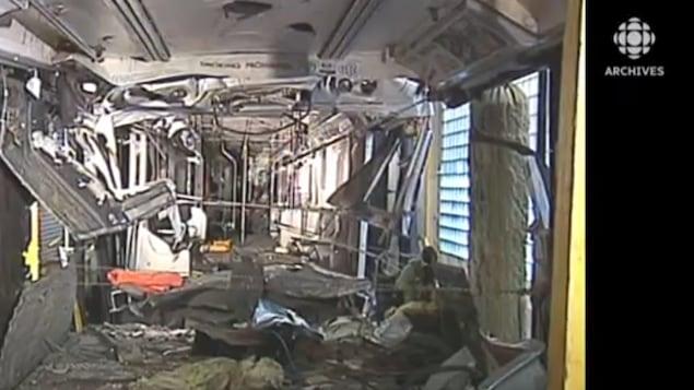 Vue d'une des rames de métro après l'accident du 11 août 1995