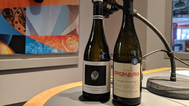 un vin blanc québécois et un vin rouge grec