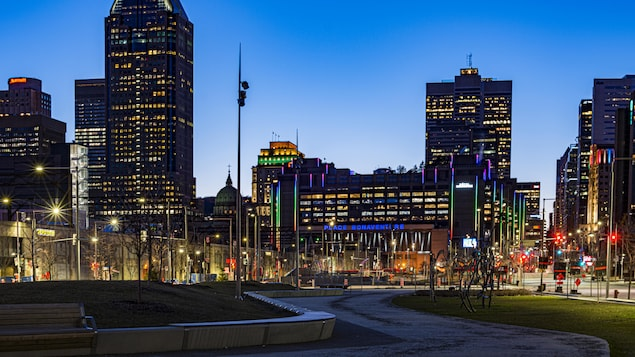 Le centre-ville de Montréal, de nuit.