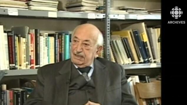 Simon Wiesenthal dans son bureau à Vienne