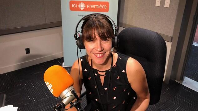 Aude Favre, journaliste française derrière la chaîne Youtube WTFake qui s'attaque aux fausses nouvelles dans nos studios à Toronto