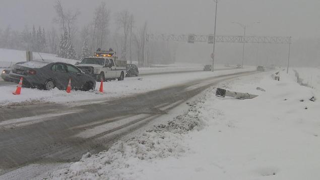 De nombreuses sorties de route sont survenues vendredi, à Sherbrooke, en raison de la tempête.