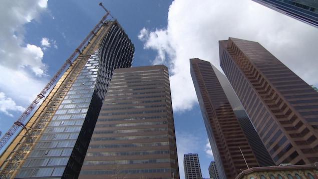 Des tours de verre au centre-ville de Calgary.