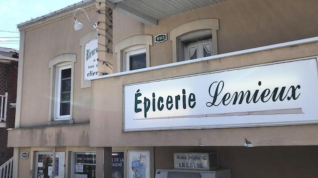 La devanture de l'épicerie Lemieux de Sherbrooke.