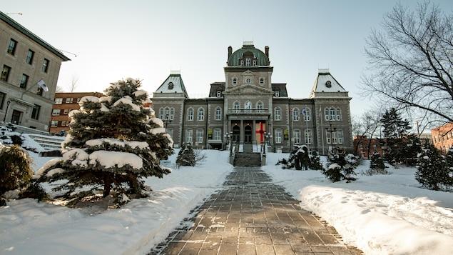 La façade de l'hôtel de ville de Sherbrooke