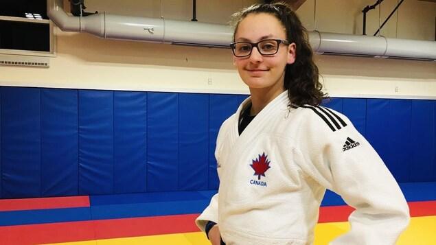 Portrait d'Amélie Grenier en habit de judo.