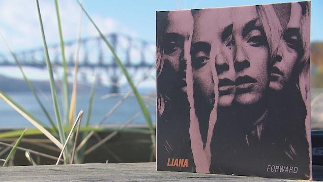 Forward, le premier album de Liana Bureau.