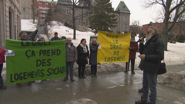 Une manifestation se tient à Sherbrooke pour réclamer davantage de logements sociaux.
