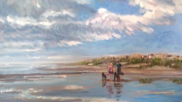 Une peinture à l'acrylique d'un couple qui promène des chiens sur une plage.