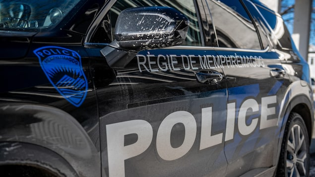 Une voiture de la Régie de police de Memphrémagog.