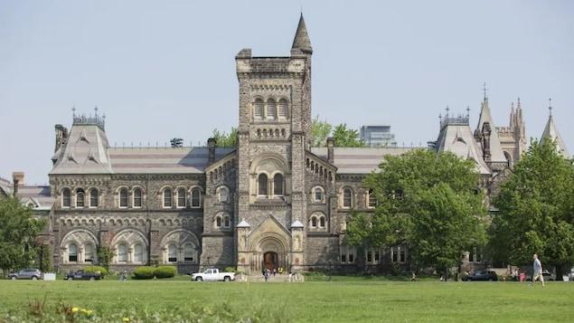 Un bâtiment de l'Université de Toronto.