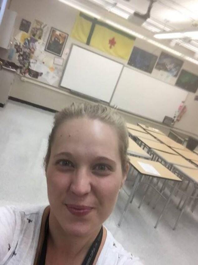 Une photo d'Adèle Gaudet, titulaire de la 8e année, en pleine préparation pour la rentrée scolaire au Pavillon Gustave Dubois à Saskatoon.