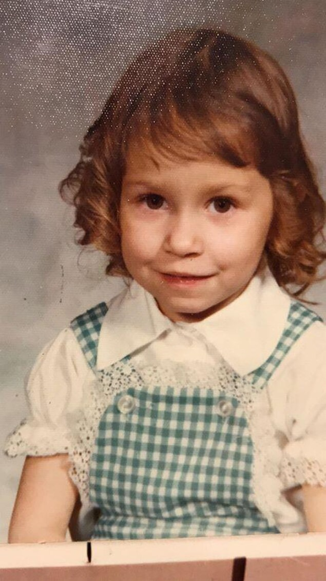 Une photo de Denise Sirois, 4 ans, à St-Isidore de Bellevue en 1974. Les boudins étaient à la mode
