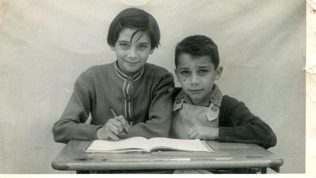 Françoise Sigur Cloutier avec son petit frère Francis Sigur en 1953 à Launaguet, Haute-Garonne France