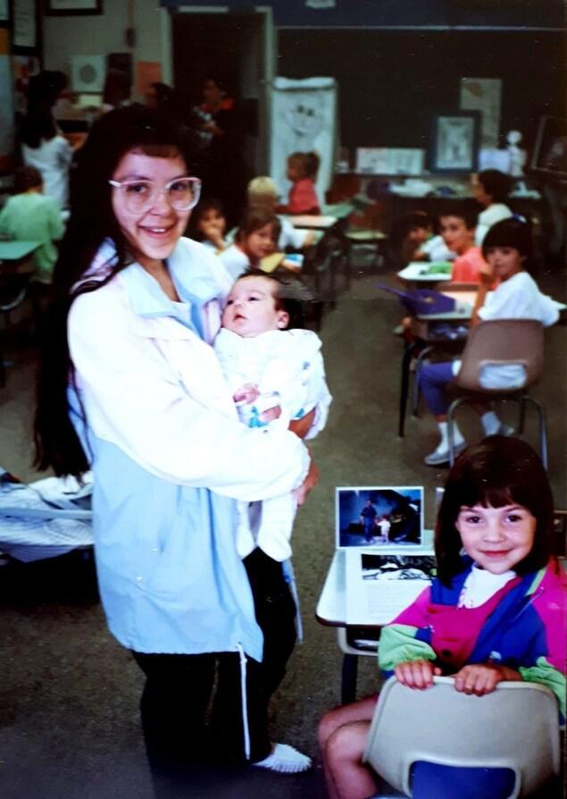 Gloria, Marie-Elena et Anna-Maria Viaud à l'École canadienne-française de Saskatoon en 1991.
