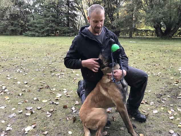 Jason Arsenault et son chien Bacco