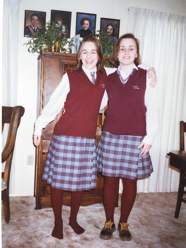 Laurielle et Joselle Stringer lors de rentrée au Collège Mathieu en 1994. Joselle était en 12e année et Laurielle en 8e année.