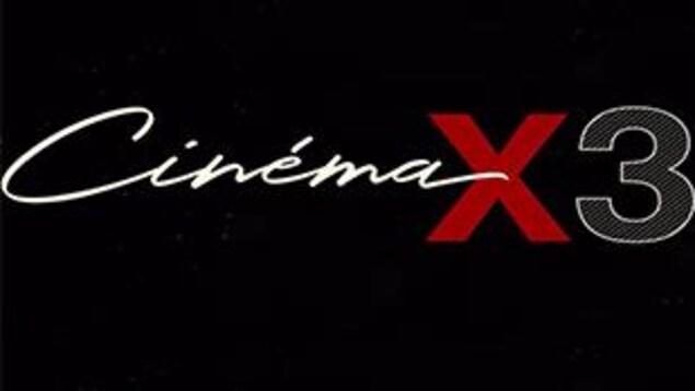 Sur un fond noir, il est inscrit « cinéma x 3».