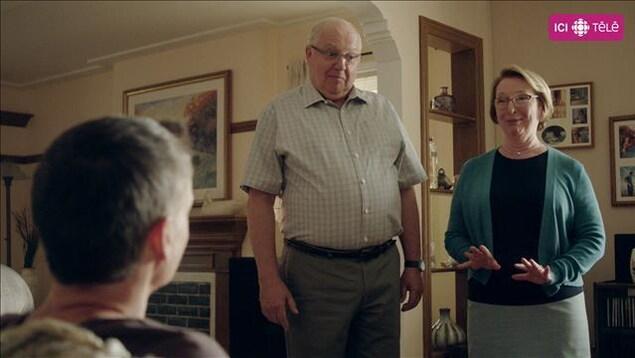 Les comédiens Vincent Bilodeau et Marie-Ginette Guay dans Discussions avec mes parents.