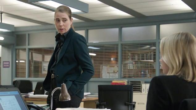 La comédienne s'adresse à Noélie dans District 31.